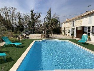 Mas 19e pierre restaure dans les vignes a usage exclusif avec piscine et Jacuzzi