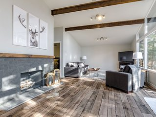 Chic Chalet within Walking Distance to Hidden Valley Ski Hill & Peninsula Lake!