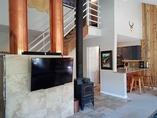 Mountain Chic 3BD/2BA East Vail Retreat