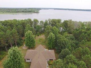 A TRUE lake house on Castle Rock Lake