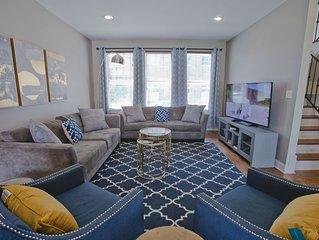 Beale 3 Blocks - Luxury Townhome 3Beds, Sleeps 8, Pvt Rooftop Deck, 2 Car Garage