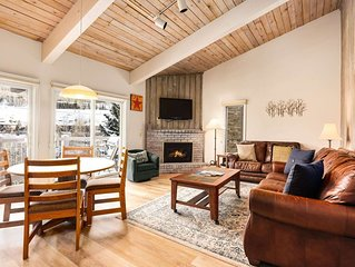 Gorgeous Snowmass Mountain View! Hot Tub, Balcony, Lots of Beds, Parking, Ski to