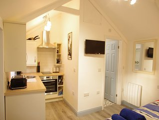 Pet friendly, getaway in the heart of the Lizard. Close to the beach