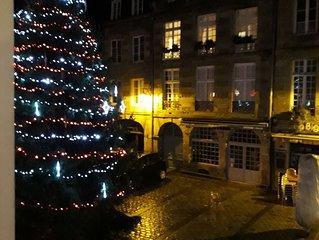 Beautiful 15c Apartment Overlooking Historic Square