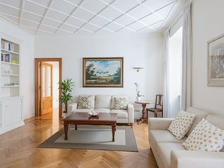 Elegant apartment 100 meters. Piazza San Giovanni and 10 minutes from the Colos