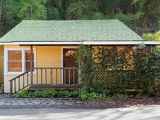 Updated Healdsburg River Cottage: Minutes from Plaza, Tasting Rooms & Vineyards