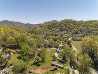 Mountain Creek Luxury Home W/ Hot Tub, WiFi, & HBO