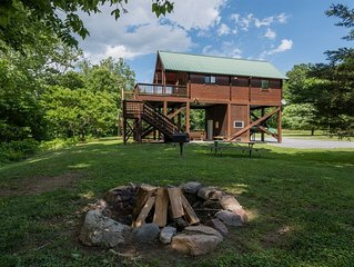 Beautiful Romantic River front cabin with mountain views,fantastic location!