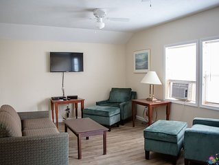 Pet Friendly Cable, WiFi, AC, Grill, Walking dist. to the Park/Lake Wine Country