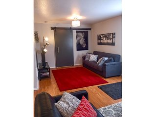 Zen Cottage in Close In NE Alberta Arts Area, Sleeps 4