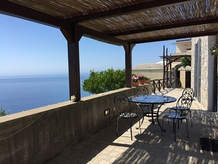 Bellissima casa con giardini e terrazza vista mare a soli 4 km da Amalfi