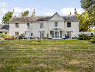 7 bedroom accommodation in Brundall, near Norwich