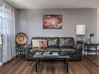 Bright, Stylish Apt. with fire place in ❤ Buffalo