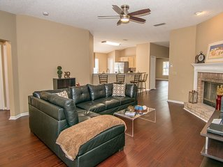 Modern, Private, Pet Friendly home with Water View. Convenient to Downtown/Beach