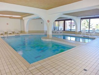One bedroom Apartment, sleeps 2 with Pool, FREE WiFi and Walk to Shops
