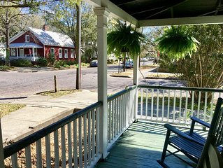 Downtown Wilmington Cottage in Historic District! 2 blocks antique district.WiFi