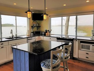 One of a Kind, like living in a Houseboat! Amazing View! Open Concept on water