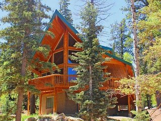 Luxury 3 Story Log Home with WiFi Close To Zion, Bryce & Brian Head