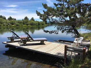 Blinn's Landing: Historic Riverfront Log Cabin, Dock & Mountain Views. Dogs OK!
