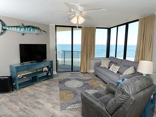 RENOVATED 2017, OCEAN FRONT, FREE WIFI, KING BED THAT OPENS TO PRIVATE BALCONY