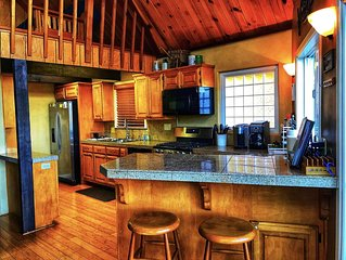 5 BDRM, Large Double Deck, Steam Shower, Pool Table, Foosball, Canoe, Hot Tub!!