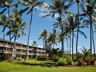 Oceanfront, Island Views, Sparkling Pool, Loaner Car, Relax...This is Molokai!