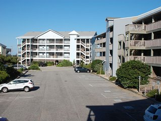 You'll love Sea Glass. Semi-oceanfront condo. Steps from the beach. Free linens