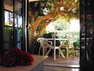 Kokkini Hani: Charmant Appartement avec jardin, a 100 metres de la plage,Kokkini
