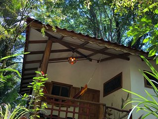 Cozy Jungle bungalow just 200m from Beach!