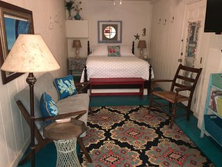 Unique1 Room Efficiency, 1/2 Block from Center St! 2 streets back from beach!