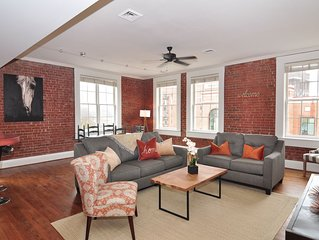 1 Block from Main St 2bdrm, 2ba loft style condo - Super CLEAN AND SANITIZED