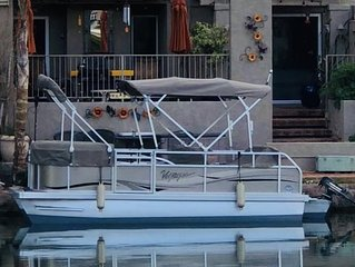LAKEFRONT HOME-CENTRAL LOCATION-BOAT & RESORT AMENITIES.