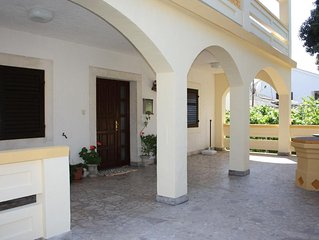 Three bedroom apartment with terrace Mandre (Pag) (A-11239-a)