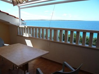 Two bedroom apartment near beach Mandre (Pag) (A-6518-d)
