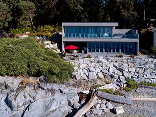 Designer's Luxury Sechelt Beach House  -  romantic,  hot tub, walk into town
