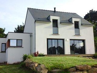 Maison contemporaine, vue sur mer de toutes les pieces, terrasse et jardin
