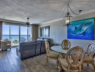 Gorgeous remodel, vacation in comfort and luxury with beach service included!!!!