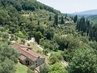 Stunning 18th Century villa with superb views & pool, 8 km from Lucca