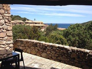 Mediterrane Ferienwohnung mit Terrasse und Meerblick; Parkplätze vorhanden, Haus