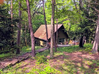 Cozy Getaway Nestled on a Hillside in the Heart of Hocking Hills!