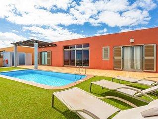 Villa Barquetta: Large Heated Private Pool, Sea Views, A/C, WiFi