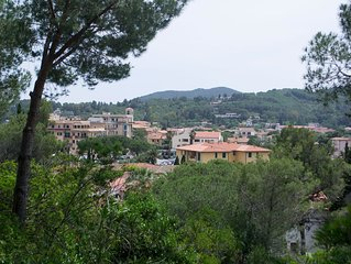 Mediterrane Villa mit WLAN, Terrasse und Meerblick