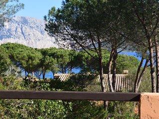 Mediterranes Ferienhaus mit Pool, Lounge, Terrasse und Tennisplatz; Parkplatze v