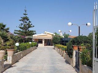 Villa con piscina fronte mare, per chi ama tranquillità e privacy