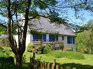 Plage à pied .Possibilité de spa . Maison rénovée jardin cadre verdoyant.