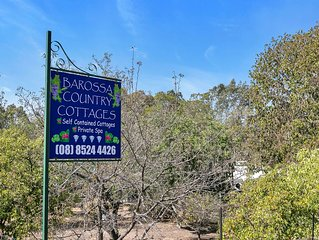 Jacaranda Cottage. Bed and Breakfast. Private Spa room. Pet friendly