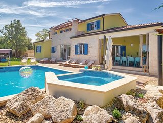 Beautiful villa with pool and sauna near Zminj
