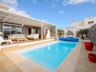 Klimatisierte Villa mit luxuriösem Pool- und Terrassenbereich in der Nähe des Go