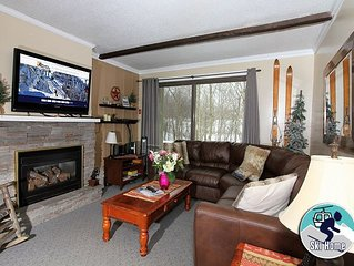Cozy condo with fireplace & shuttle to Slopes/Ski home Whiffletree D2