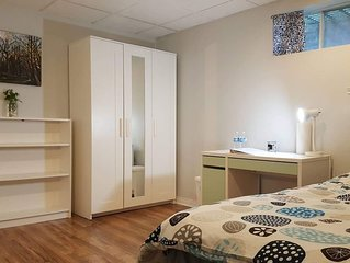 Big Private and Cozy room (No. 4 )with shared bathroom near Toronto Airport